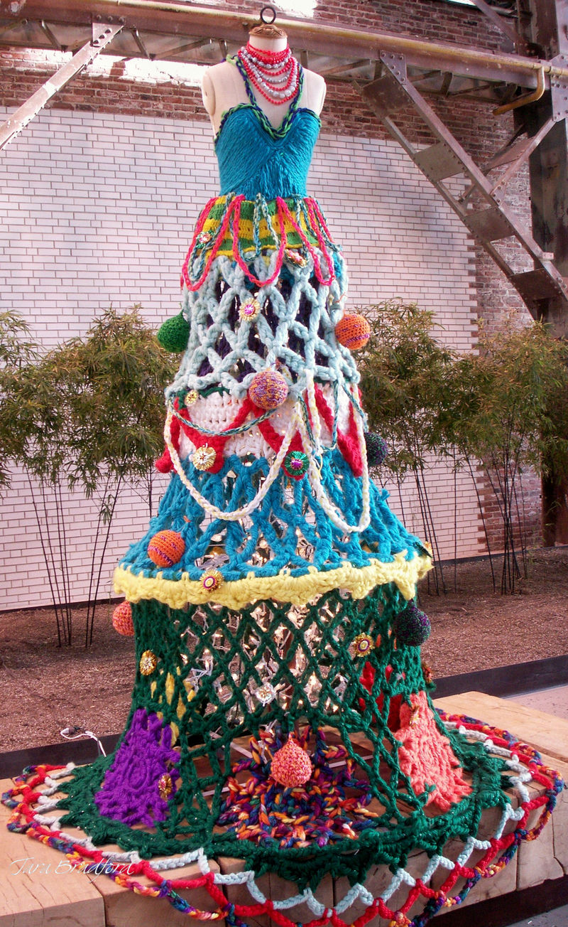 Holiday knit tree