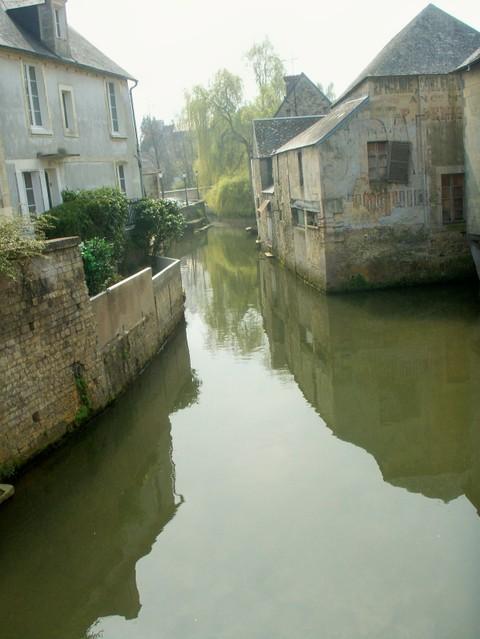 canal_in_bayeux.jpg