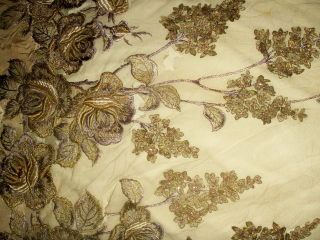 Gilt_floral_fabric_fragment