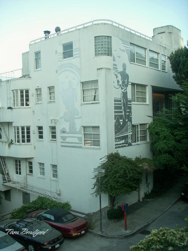 Corner_of_art_deco_building