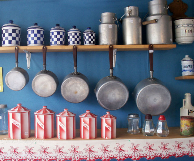 Canisters_and_pans_2
